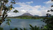 Volcan-y-lago-Arenal