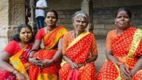 Meenakshi temple people-1024px